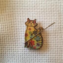 Needle Minder Flower Cat 3