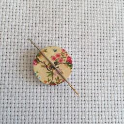 Needle Minder Flower circle 7