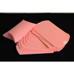 10 pcs Cute Craft Paper Pillow Favor Gift Box Wedding Party Favour Gift Candy Boxes Accessories Pink